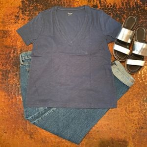 - *LAST ONE* NWT  Madewell Short Sleeve V-Neck Tee